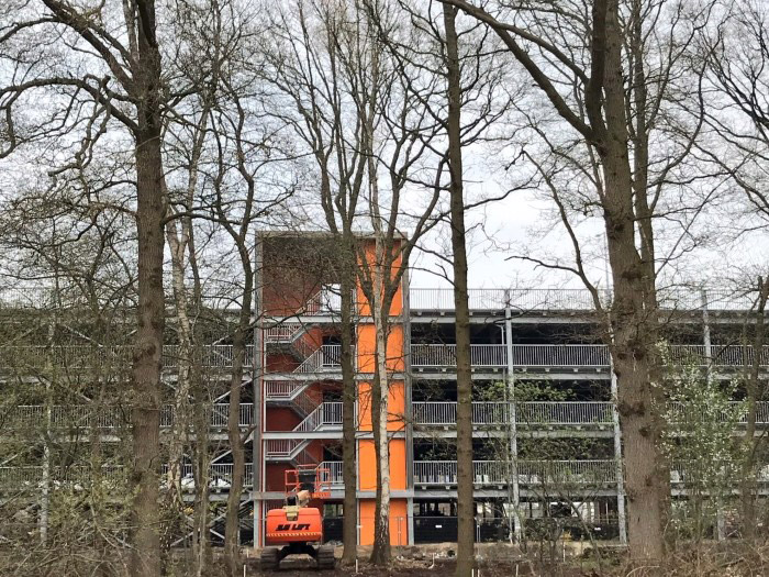 parkeergarage-brainport-industries-campus-bomen